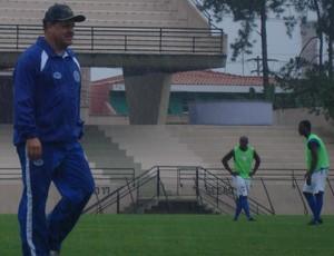 Edson Vieira durante amistoso chuvoso contra o Barueri (Foto: Marcus Vinícius Souza/GloboEsporte.com)