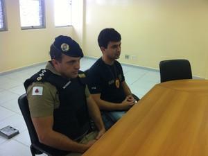 Major Figueiredo e o delegado Fábio Sfalcin durante coletiva de imprensa na manhã desta sexta-feira (5). (Foto: Davidson Fortunato/G1)