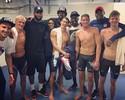 Após ouros, Phelps é tietado por astros da seleção americana de basquete