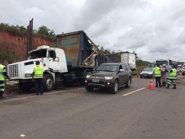 Acidente na BA-535, Via Parafuso (Foto: Dalton Soares/TV Bahia)