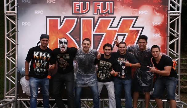 Painel da RPC marcou a presença de muitos fãs do Kiss no show de terça (21), em Curitiba (Foto: Luiz Renato Correa/RPC)