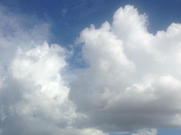 Nuvens carregadas na tarde nublada em Campo Grande (Foto: Luan Saraiva/ G1 MS)