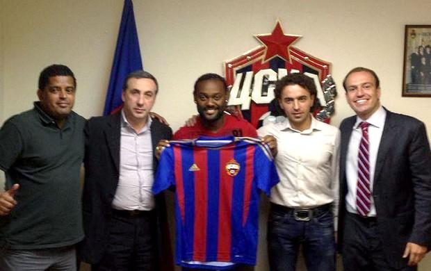 Vagner Love apresentado no CSKA (Foto: Reprodução / Facebook Oficial)