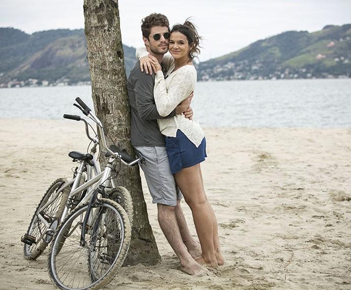 Atores posam como o casal queridinho #MariBen (Foto: Raphael Dias/Gshow)