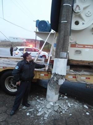 Poste precisou ser trocado (Foto: Guarda Civil Municipal de Botucatu/Divulgação)
