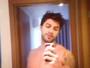 Renan, do 'BBB 16', faz vídeo sem camisa e recebe cantadas: 'Príncipe'