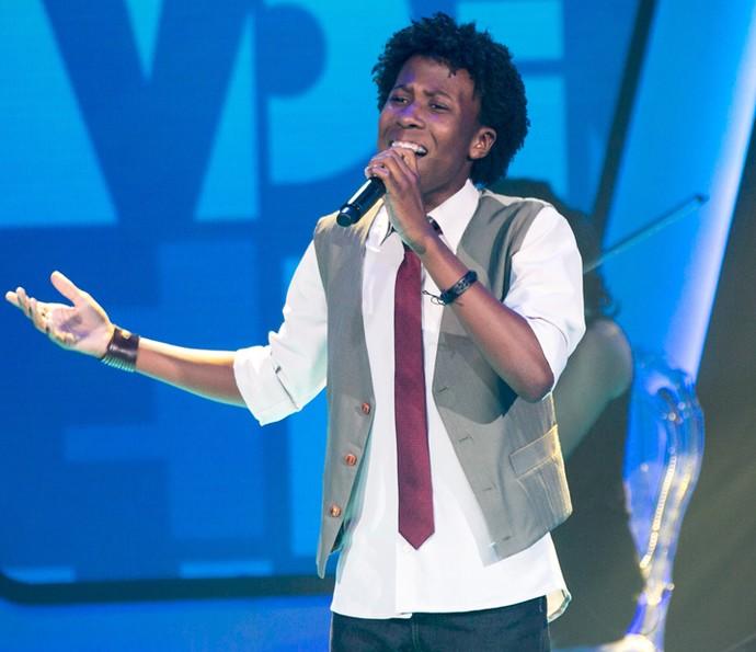Felipe Adetokunbo canta 'At Last' nas Audições do The Voice Kids (Foto: Isabella Pinheiro/Gshow)