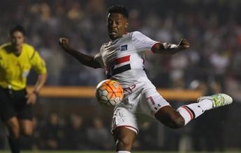 Faz o gol, grita, chora, bate no braço e se ajoelha: Michel Bastos em 11 fotos