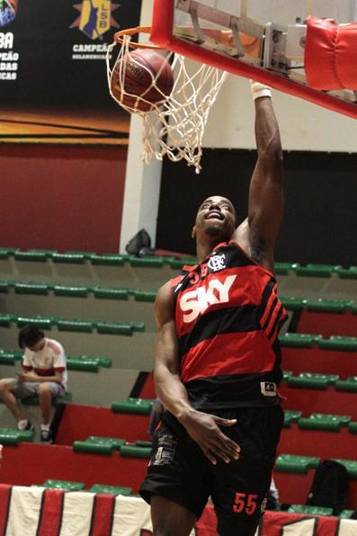 Flamengo x Brasília, Jerome Meyinsse, amistoso de basquete disputado no domingo (Foto: Gilvan de Souza/Flamengo)