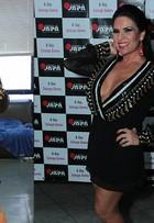 Solange Gomes repete look de Viviane Araújo. Peça foi emprestada