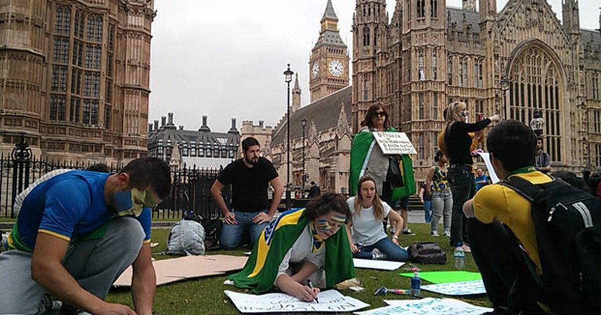 Brasileiros em Londres fazem ato em solidariedade a protestos