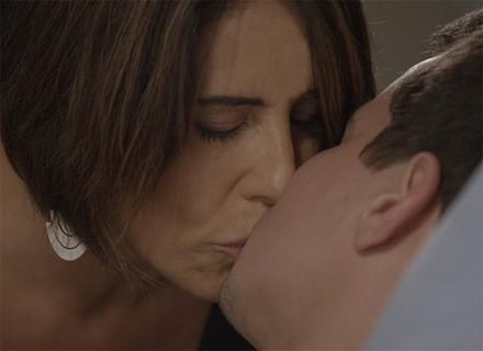 Beatriz e Diogo se entregam à paixão em quarto de hospital