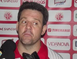 Argel Fuckas, técnico do América-RN (Foto: Ferreira Neto)