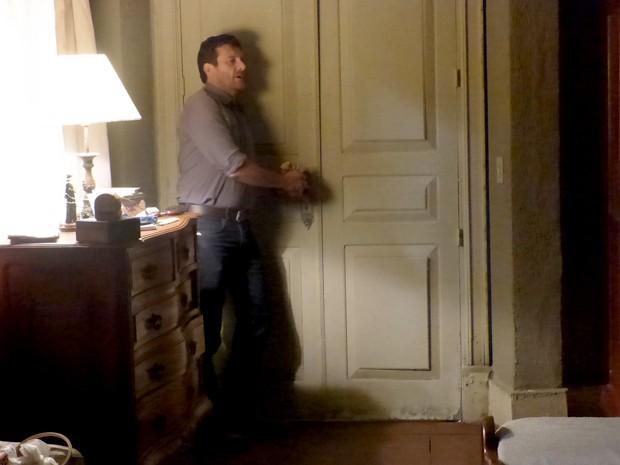 Josué fica preso no quarto da megera! (Foto: Gshow)