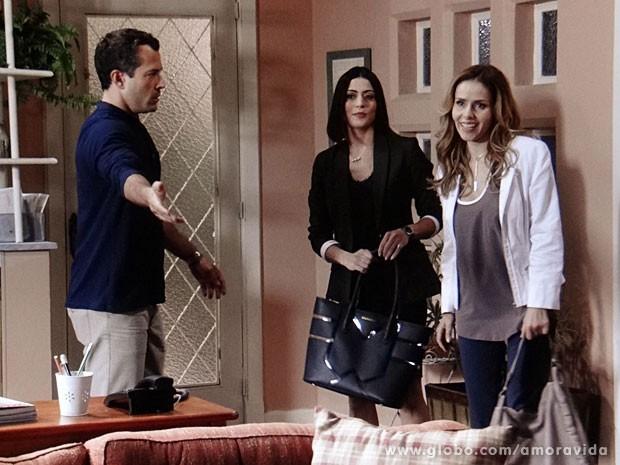 Glauce apresenta Silvia para Bruno (Foto: Amor à Vida/TV Globo)