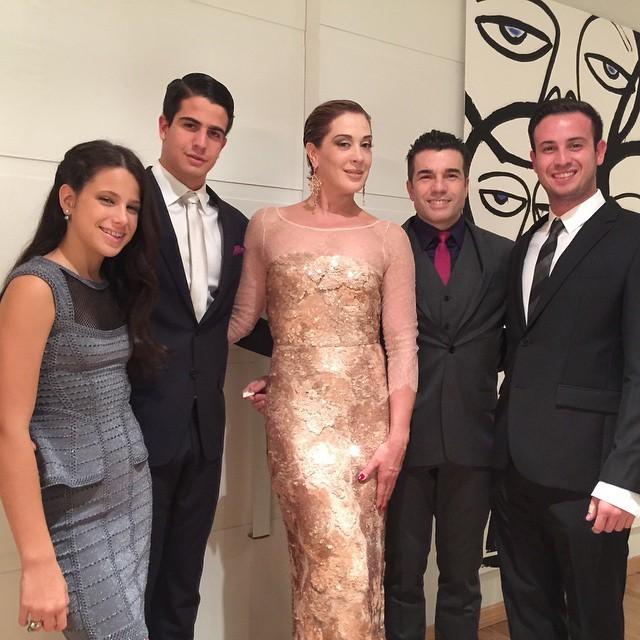 Sophia, Enzo, Claudia Raia e Jarbas Homem de Mello participaram do casamento (Foto: Instagram)