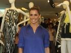 Deborah Secco e Adriane Galisteu vão a evento de moda em São Paulo