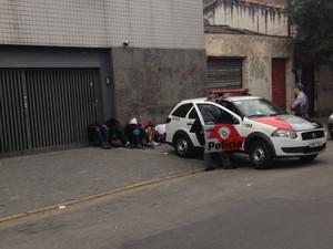 2º DP, no Bom Retiro, ficou lotado com detidos durante a madrugada (Foto: Kleber Tomaz/G1)
