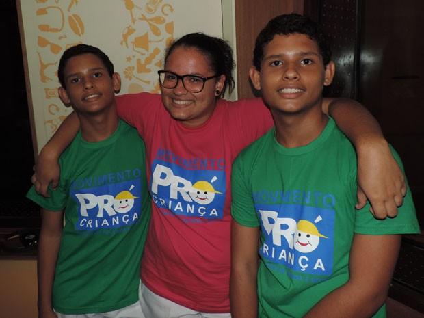 Elisa e os irmãos, Gabriel e Rafael, integram o coral do Pró-criança (Foto: Katherine Coutinho / G1)