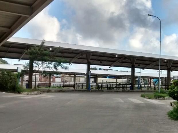 Terminal de Xambá, em Olinda, ficou completamente vazio, sem ônibus nem passageiros. (Foto: Camila Torres / TV Globo)