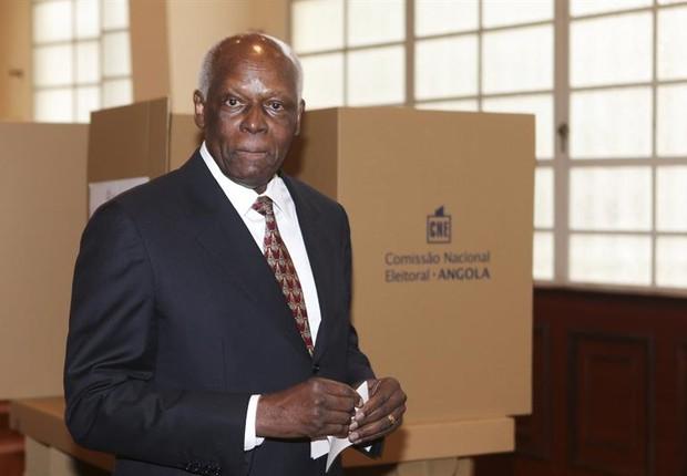 Jose Eduardo dos Santos votou hoje em Luanda (Foto: EFE)