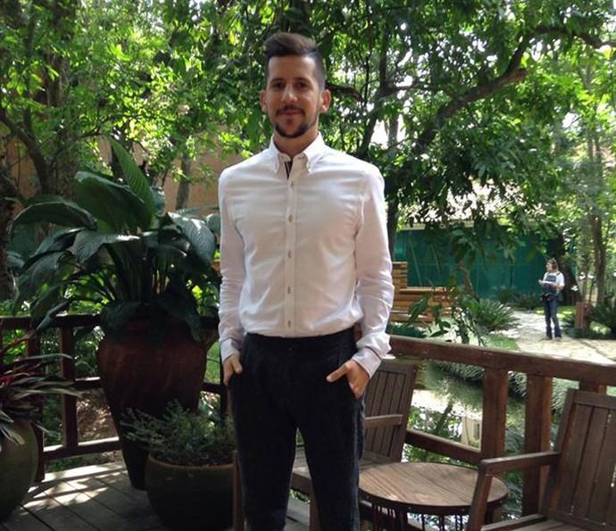 0a992ccafbb9 Caio Braz ensina a usar camisa social sem erro (Foto  Gshow   Guilherme  Souza