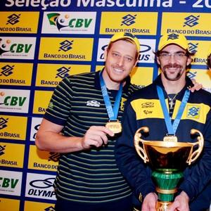 vôlei giba murilo bruninho troféu medalhas (Foto: Gaspar Nobrega / Vipcomm)