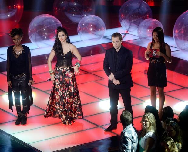 Quesia Luz e Mira Callado (Foto: The Voice Brasil/TV Globo)