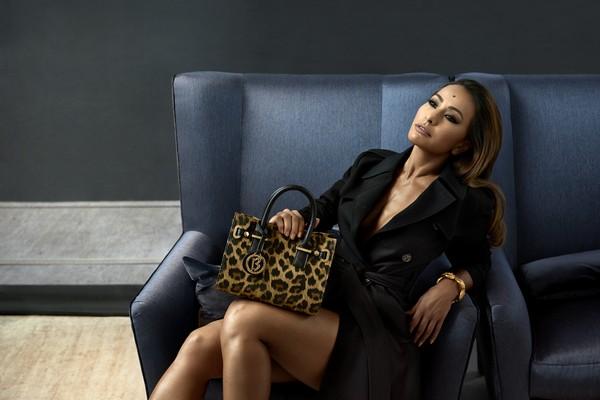 Sabrina Sato posa sexy para revista e diz: 'Quero muito ser mãe'