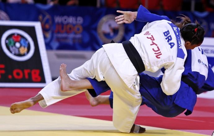 Érika Miranda x Zhanna Stankevich Mundial Astana judô (Foto: Divulgação/IJF)