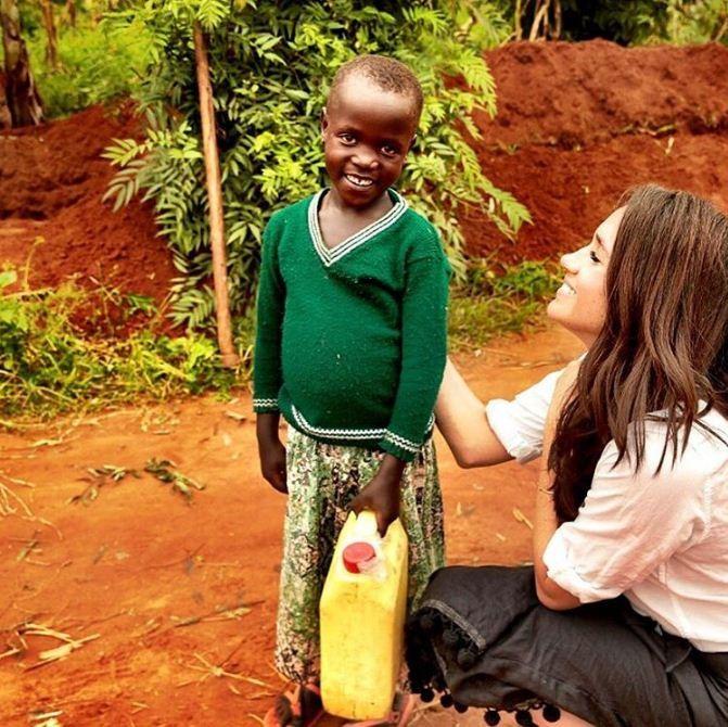 Meghan Markle em visita a Ruanda, na África, em 2016 (Foto: Reprodução/Instagram)