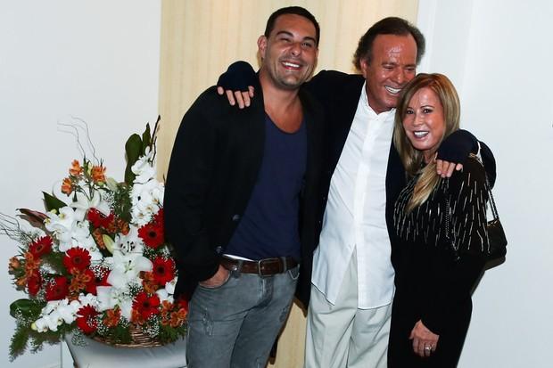 Julio Iglesias e Zilu (Foto: Manuela Scarpa/Photo Rio News)