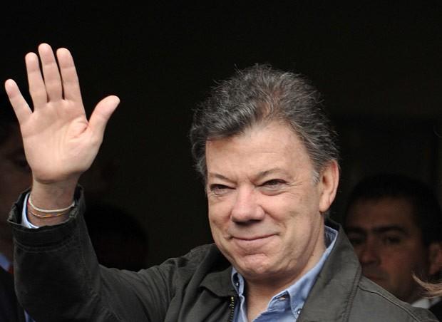 O presidente da Colômbia, Juan Manuel Santos, chega à clínica Santa Fe, em Bogotá, para ser operado nesta quarta-feira (3) (Foto: AFP)