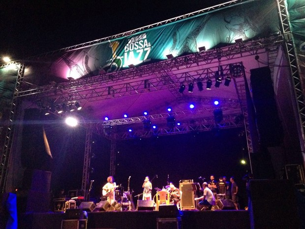 Mad Dogs se apresentou na noite deste sábado (27) (Foto: Nathallya Macedo)