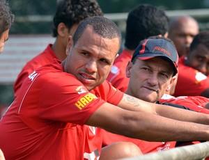 Luis Fabiano no treino do São Paulo (Foto: João Pires / Vipcomm)