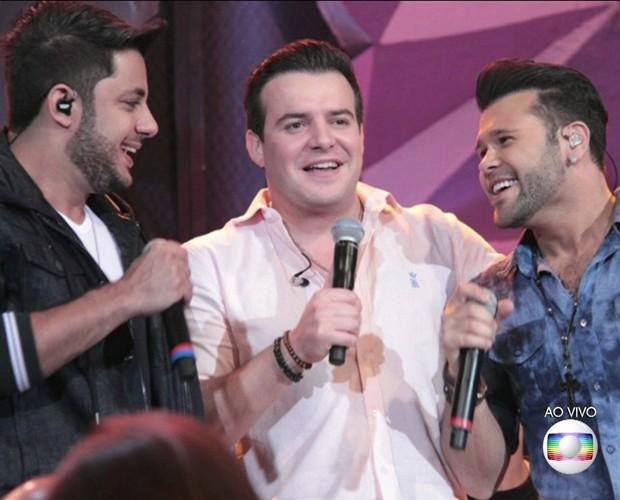 Dupla Marcos & Belutti com Cristiano Araújo (Foto: TV Globo)