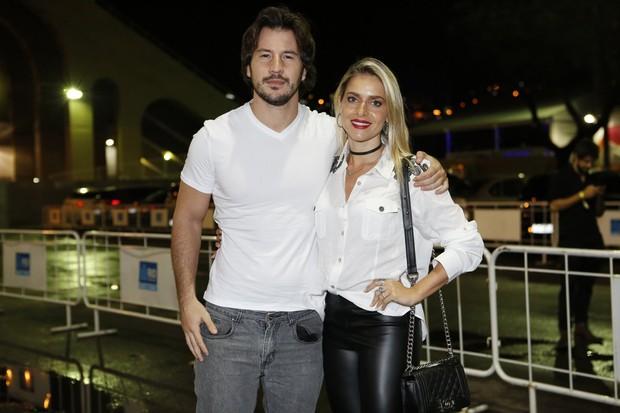 Monique Alfradique e seu namorada Gabriel (Foto: Marcos Serra Lima / Ego)