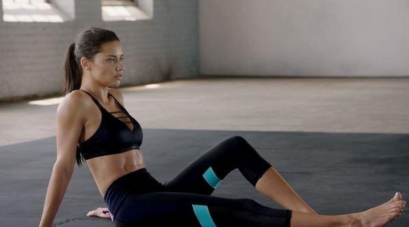 Adriana Lima para Victoria's Secret Sport (Foto: Reprodução)