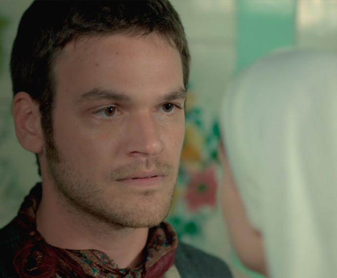 Pedro implora para que Lívia fuja com ele do convento (Foto: TV Globo)