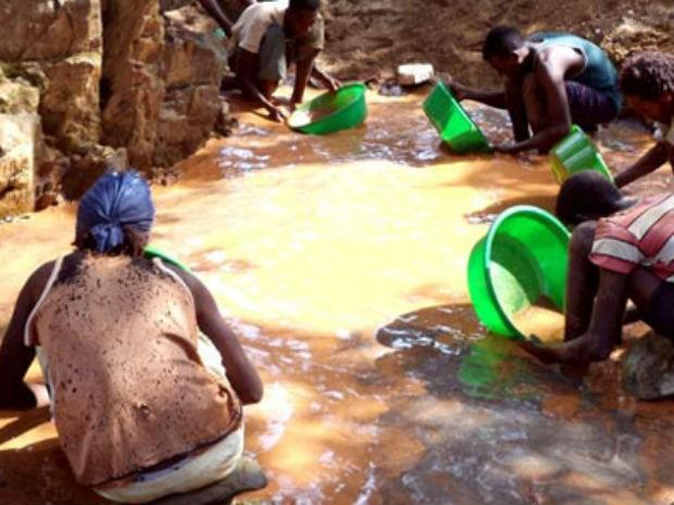 Trabalhadores de garimpos são expostos à mercúrio (Foto: Divulgação/UNEP-ONU/arlgold.com )