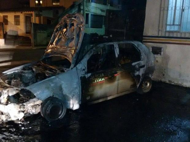 Viatura incendiada em Juiz de Fora (Foto: Polícia Militar/Divulgação)