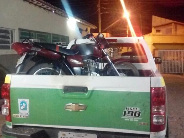Homem foi resgatado pela polícia e encaminhado para o hospital (Foto: Divulgação/Polícia Militar)