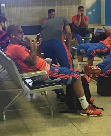 Emerson Sheik embarque Flamengo para Vitória (Foto: Richard Souza)