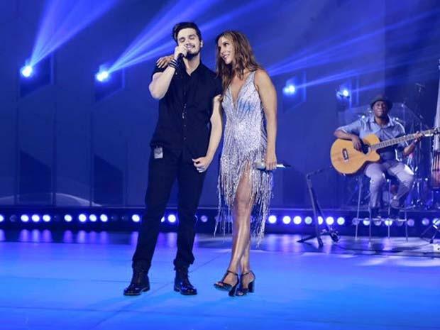 Luan Santana com Ivete na gravação do DVD da cantora, em Trancoso (Foto: Rafa Mattei/Divulgação)
