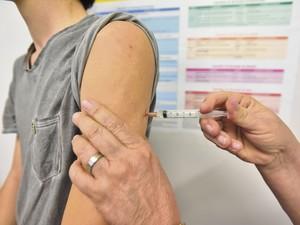 Vacina contra Febre Amarela no Espírito Santo (Foto: Marcelo Prest/ A Gazeta)