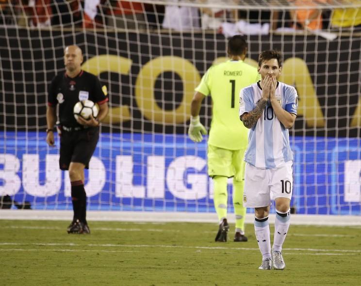 Resultado de imagem para messi penalti copa america