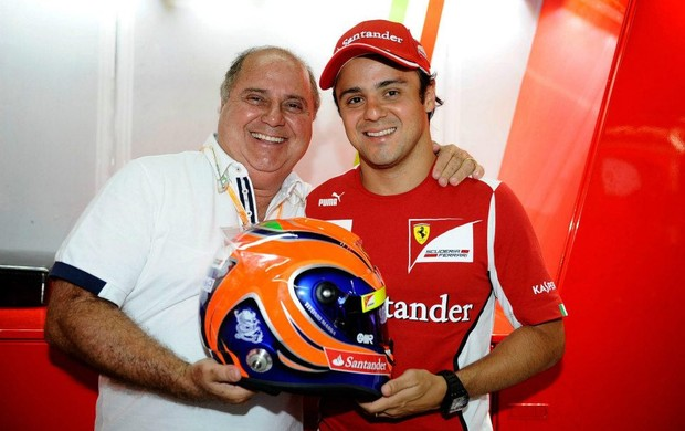Titônio Massa recebe homenagem do filho Felipe Massa nas cores do capacete (Foto: Divulgação)