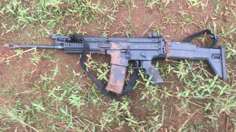 Arma encontrada com criminosos em Alvorada do Sul (Foto: Polícia Federal/Divulgação)
