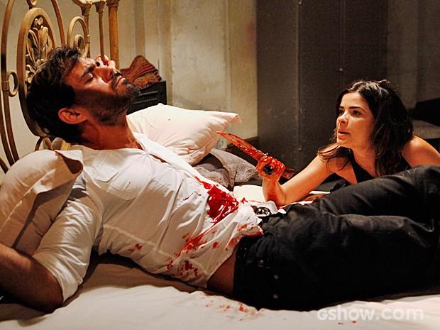 Ninho sofre ao ser torturado por Aline (Foto: Amor à Vida/TV Globo)