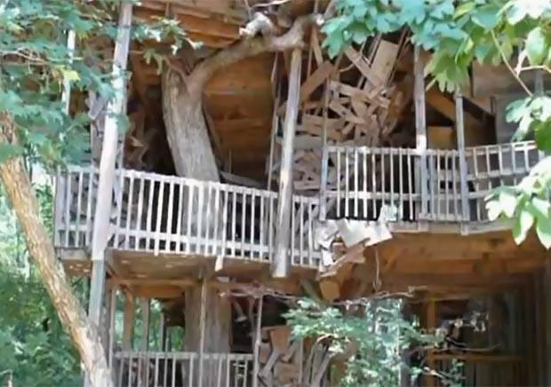 Horace Burgess levou 11 anos para construir a casa na árvore. (Foto: Reprodução/YouTube)
